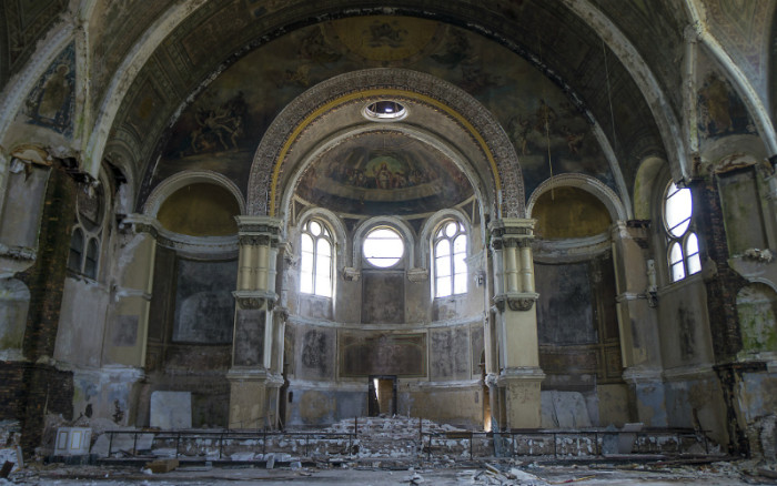 Abandoned Church 19 haunting photos of abandoned churches around the world | churchpop